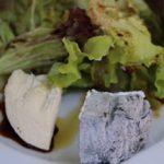 Käse mit Salat